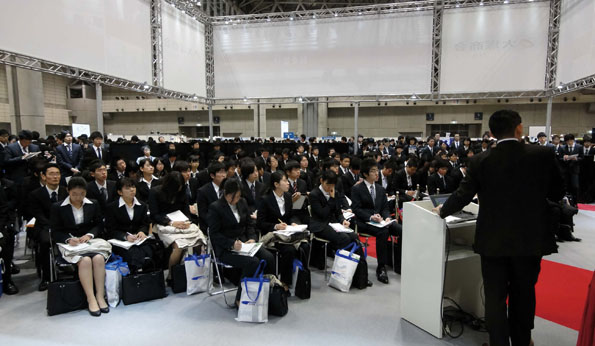 就活ルール撤廃などで、日本型雇用システムは大きく揺らいでいる