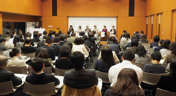 シンポジウムには主婦、学生、大学関係者など様々な属性から157名が参加。リカレント教育に対する社会の関心の高さが伺えた