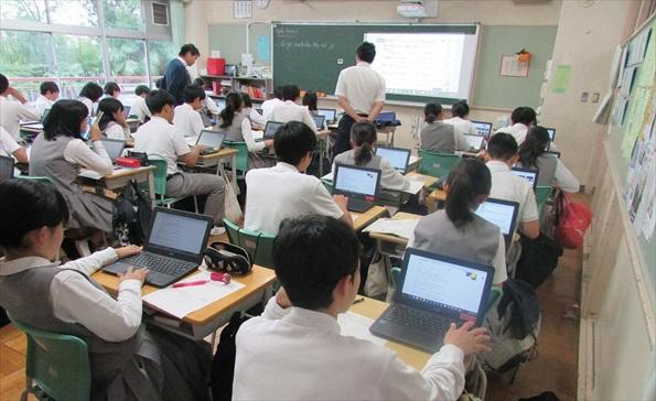 町田市は2019年度までにLTE回線対応のChromebookとG Suite for Educationを児童生徒用に全小中学校で導入。また3つのモデル校で1人1台環境の研究を進めている