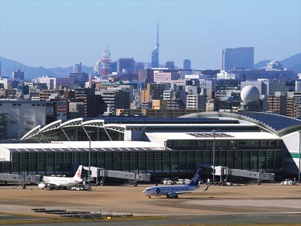 福岡は留学生数が全国3位の多さ。地元企業への定着を進めていく(福岡空港、提供:福岡市)