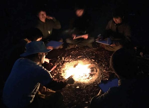 焚き火を囲んでホンネで語り合う。焚き火研修