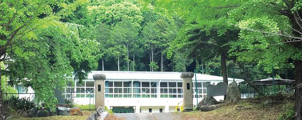 2019年に開校した大日向小学校(同校プレスリリースより)