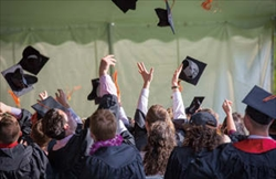 リカレント教育に関心はあっても、受講後のキャリアが見えず躊躇する人は多い(写真はイメージ)