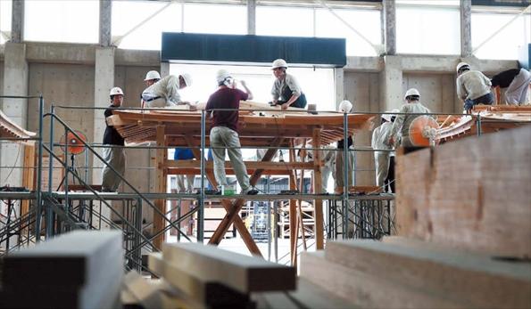 実大寸法の木造建築に挑むものつくり大学の学生たち。高度な技能と技術を併せ持つテクノロジストを養成する