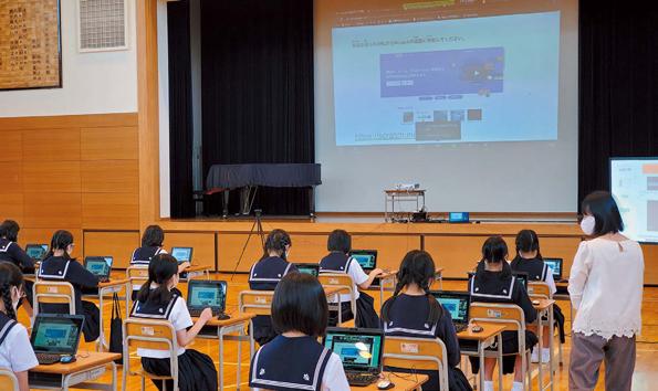 7月13日に仙台白百合学園小学校で実施されたリモートプログラミング授業の模様