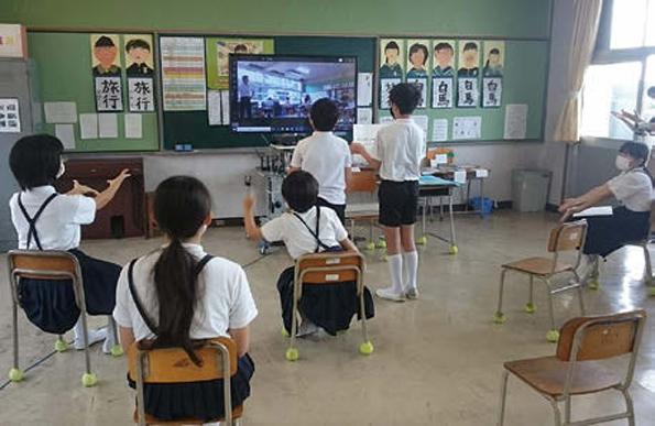 ソニー「4K大型提示装置」での遠隔授業の様子