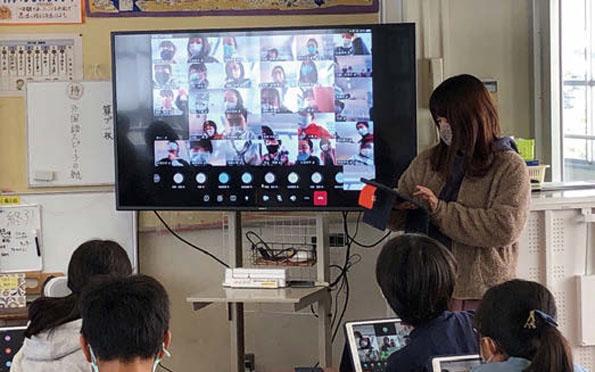 クラス全員がビデオ会議システムで接続しても、一人ひとりの表情が確認できる。