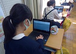 公立小学校での1 人1 台環境での学びの様子